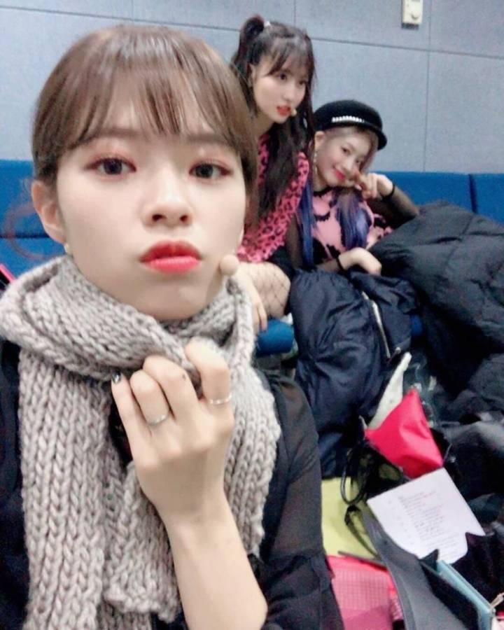kang daniel scarf jihyo 9