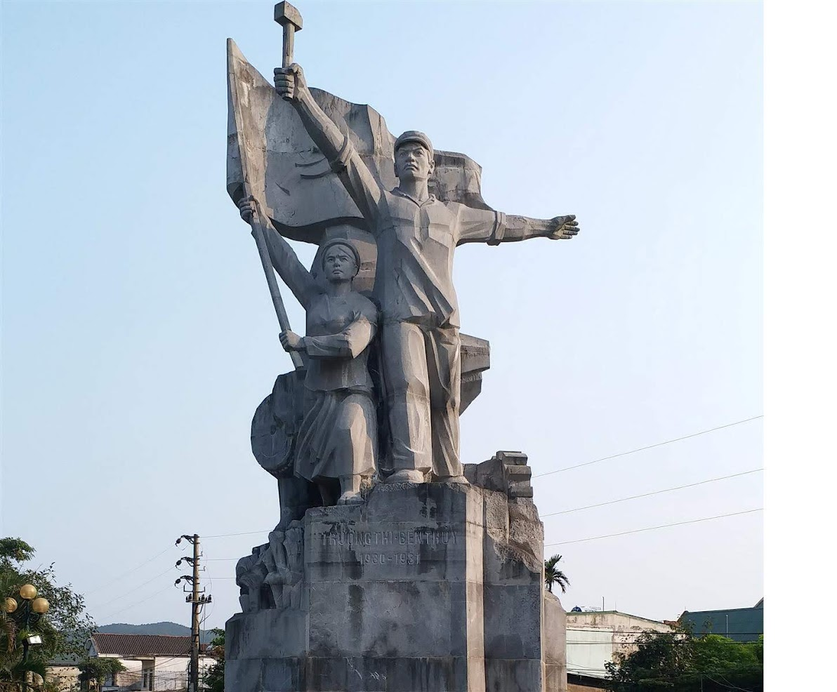Tượng đài công nông Xô Viết Trường Thi - Bến Thủy