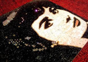 Photo: Sabrina  30x30cm  Soggetto realizzato con stencil fatto a mano e intaglio, colori acrilici spray, strass di resina su sughero.  Subject made with handmade stencil with spray acrylic colours, carving, resin strass on cork.  DISPONIBILE  Per informazioni e prezzi: manualedelrisveglio@gmail.com
