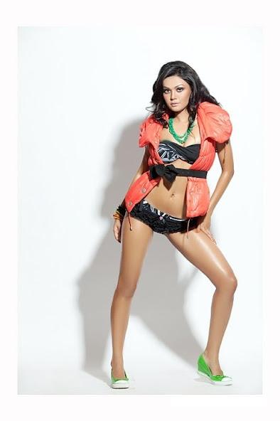 Sakshi Pradhan thunder thighs, Sakshi Pradhan in black bikini