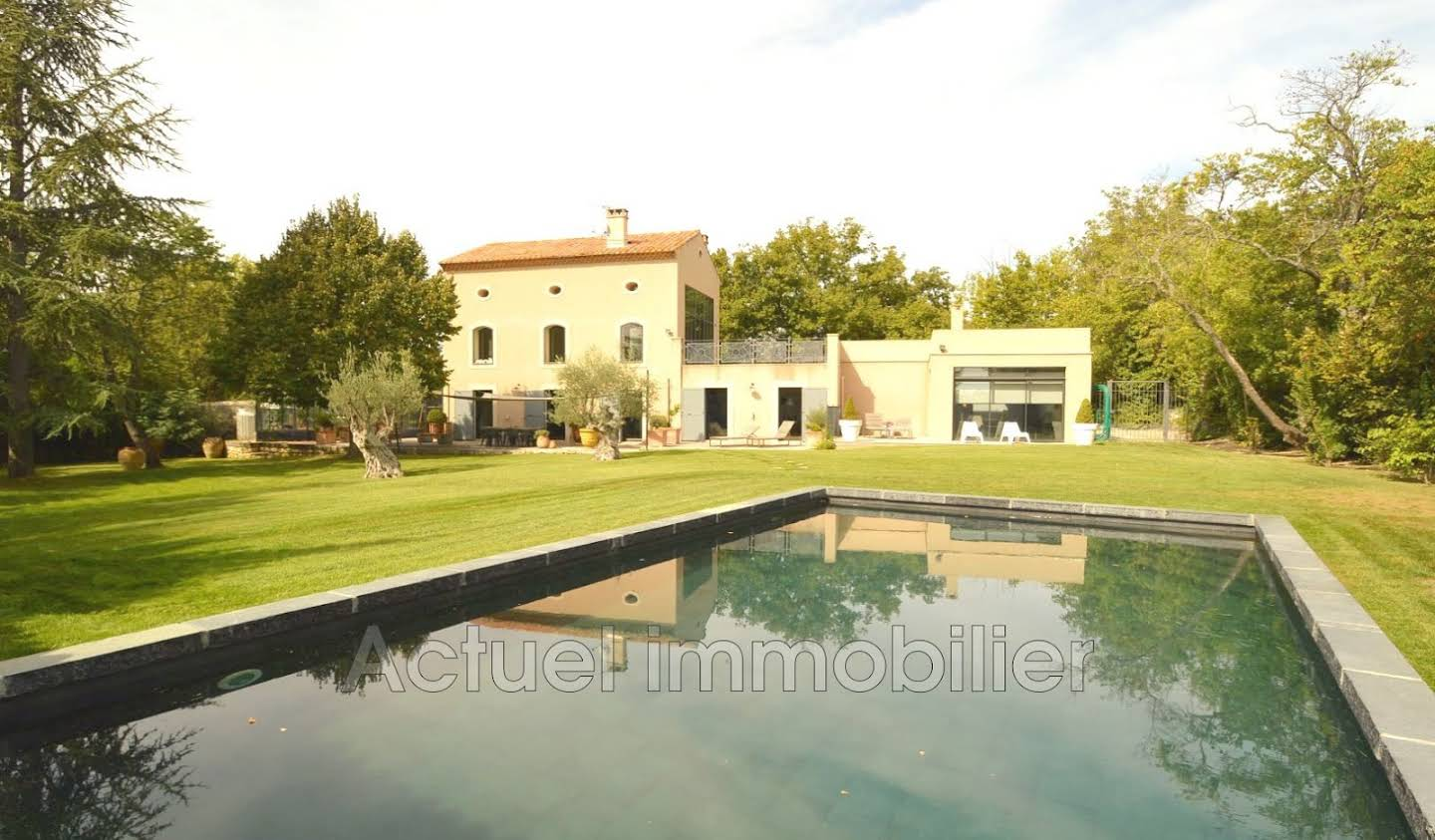 Property with pool Puyricard
