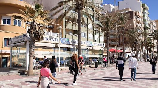 Almería roza la línea roja de los 100 positivos y suma otro fallecido más