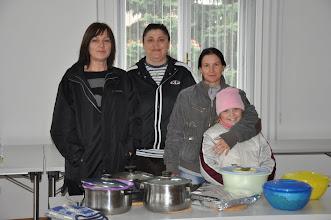 Photo: Unsere Köchinnen: Doris Welleditsch, Zorica Palatin und Brigitte Hofbauer. Wir wurden mit Spaghetti, Lasagne und Salat verwöhnt!