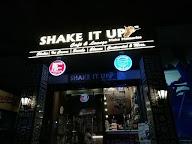 Shake It Up Cafe & Lounge photo 3