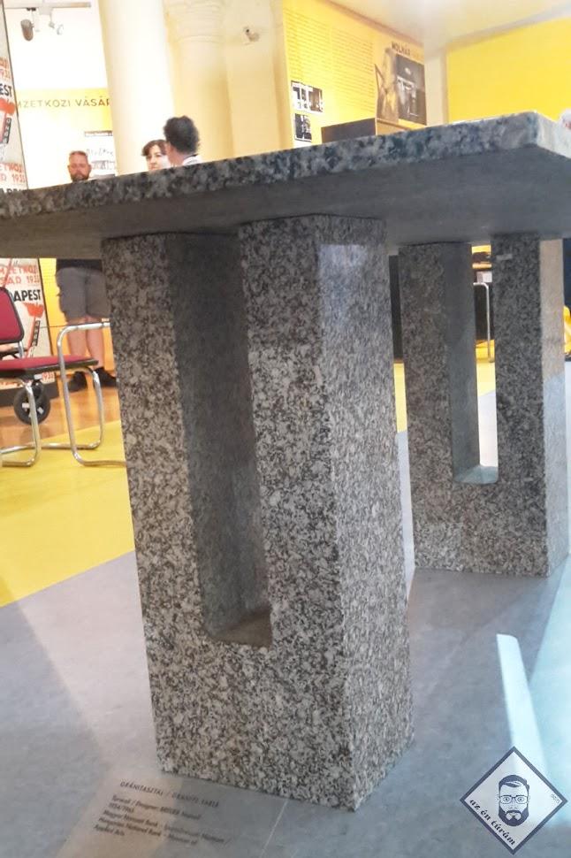 KÉP / Breuer tárgyalóasztala