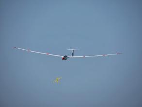 Photo: Planeur ASH-25E avec un boomerang devant !