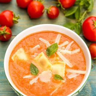 Scrumptious Crockpot Tomato Ravioli Soup