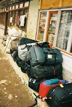 Photo: Touristengepäck in Dole, was da wohl alles dabeisein mag ?