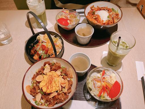 推薦👍 雙人套餐有前菜、主餐、飲料、甜點,兩個女生吃的超~撐! 餐點內容都很有誠意,鹹食蓋飯類有驚豔到👀