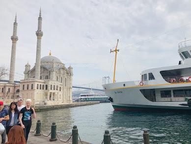 イスタンブールでボスポラス海峡を眺めながら味わいたいトルコのB級グルメ「クンピル」とは?