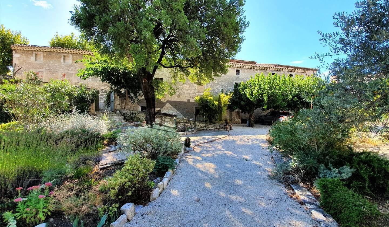 Propriété avec piscine et jardin Barjac