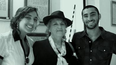 Photo: יהודית עבו עברון ונכדיה זוהר ורוני