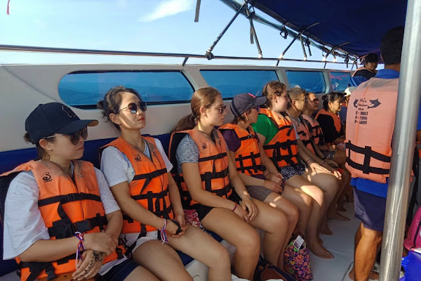 Cruise by speed boat from Samui to Angthong Marine Park