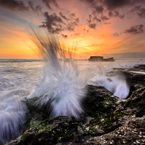show up by Raung Binaia - Landscapes Waterscapes