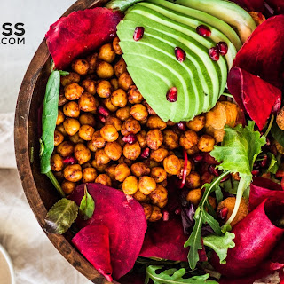Harvest bowl with Chickpeas, Greens & Veggies.