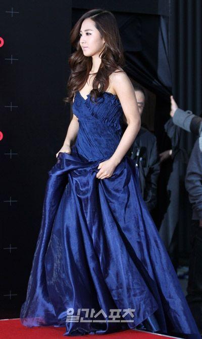 yuri gown 20