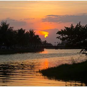 by Joydeep Sen Chaudhuri - Landscapes Sunsets & Sunrises ( sunset, vietnam, sunrise )