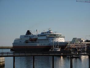 Photo: Un des Express côtiers dans le port de Svolvaer