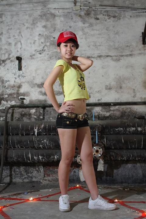 Gadis Montok Bugil