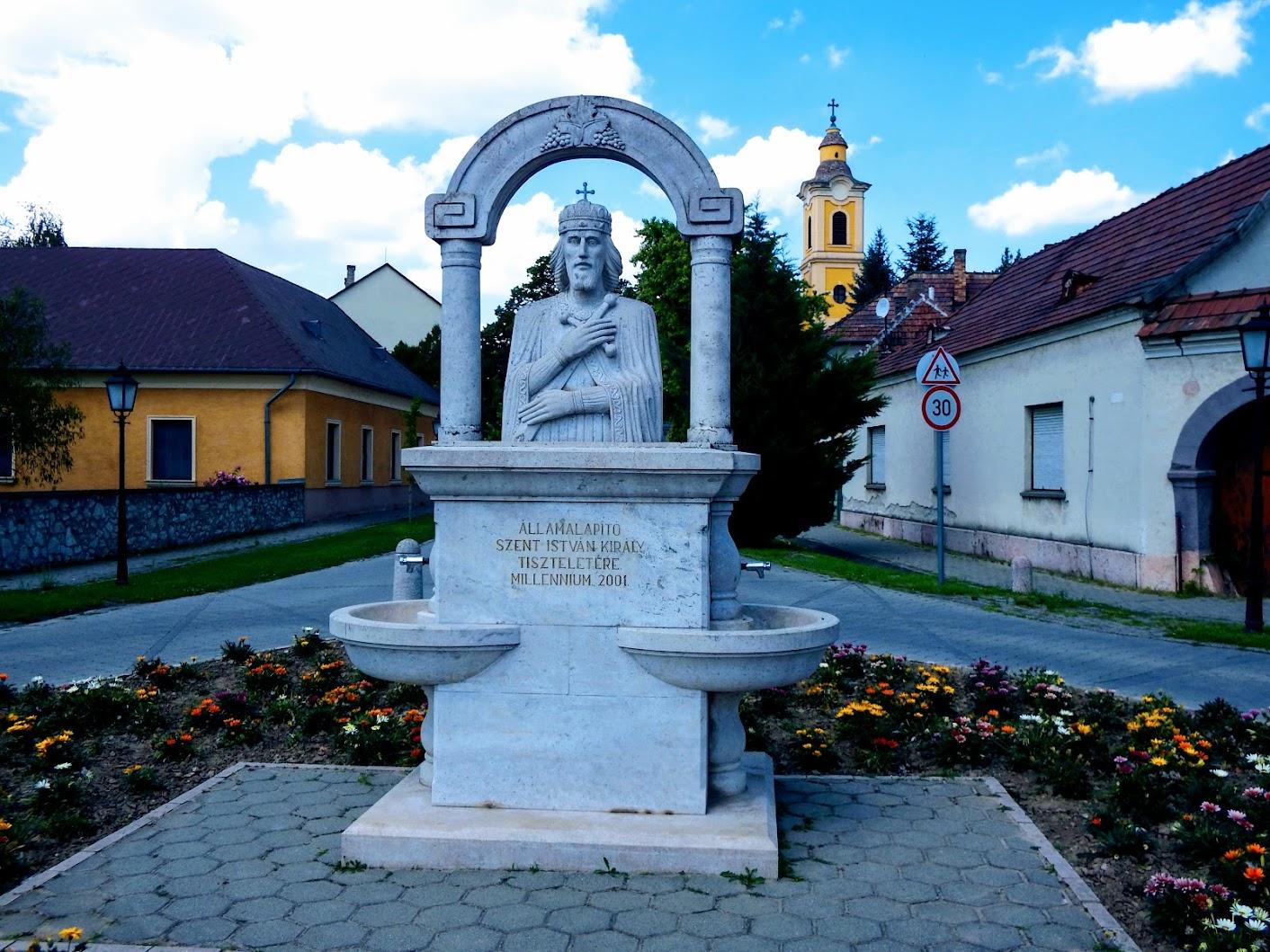 Süttő - Államalapitó Szent István a Templom téren