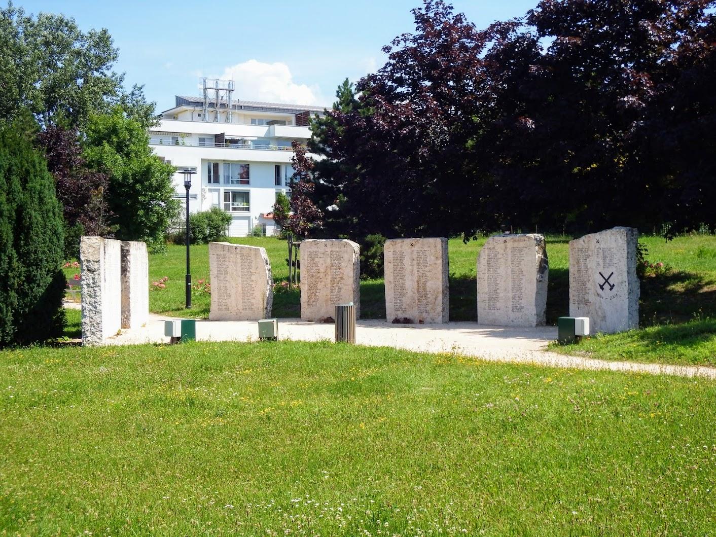 Tatabánya - Bányász-emlékmű a kegyeleti parkban