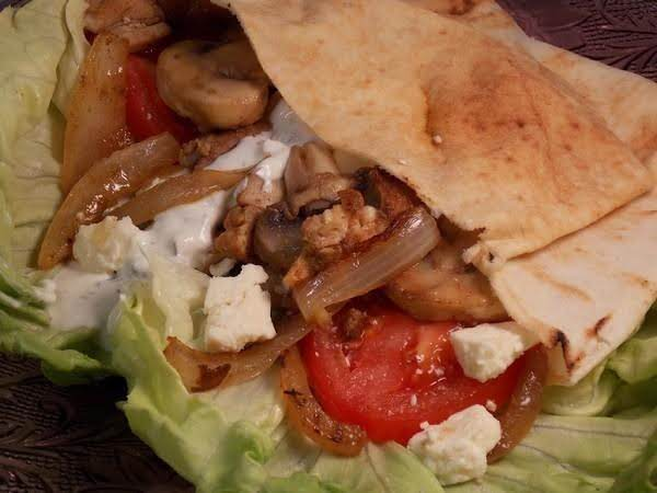 Pita Pocket With Chicken And Onions