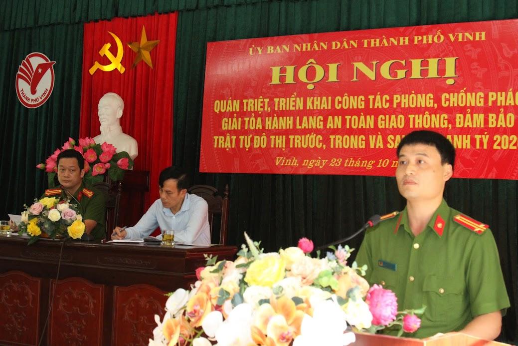 Đồng chí Trung tá Trần Đình Hà, Phó Trưởng Công an TP Vinh phát biểu tại hội nghị