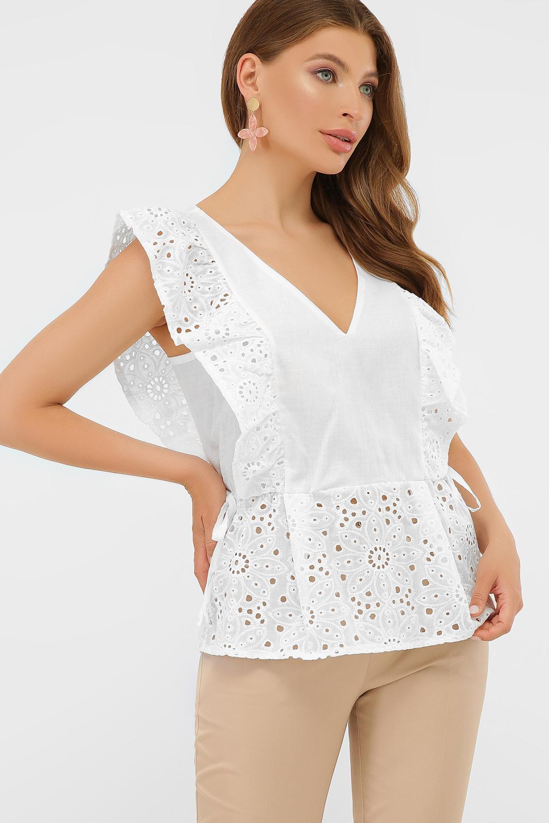 Приталеная белая блузка