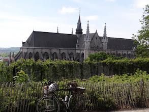 Photo: la collégiale Ste-Wandru, vue du square du château