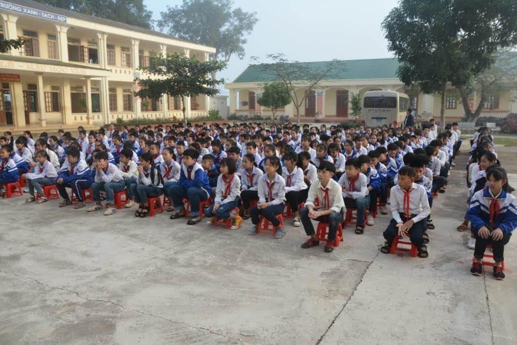 Các em học sinh trường THCS Phong Thịnh