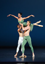 Photo: WIENER STAATSBALLETT - NUREJEW-GALA am 29.6.2013. Ballett VASLAV. Denys Cherevychko, Ketevan Papava, Ryan Booth. Foto: Barbara Zeininger