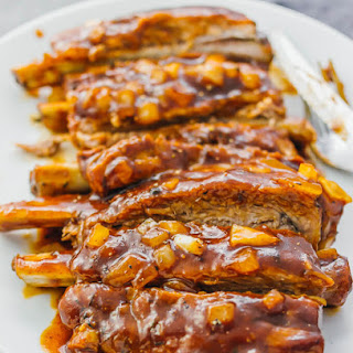 Barbecue ribs in the Instant Pot.