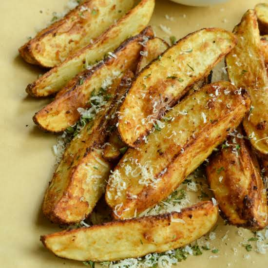 Quick And Easy Air Fryer Potato Wedges Prepped And In The Air-fryer In 5 Minutes Making Them The Perfect Busy Weeknight Side Or Easy Appetizer For Game Day Or Movie Night.