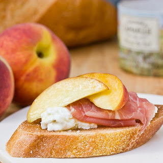 Peach and Prosciutto Bruschetta Recipe