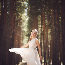 Wedding photographer Viktoriya Rendom-Savinkova (VickyRandom). Photo of 17.02.2015