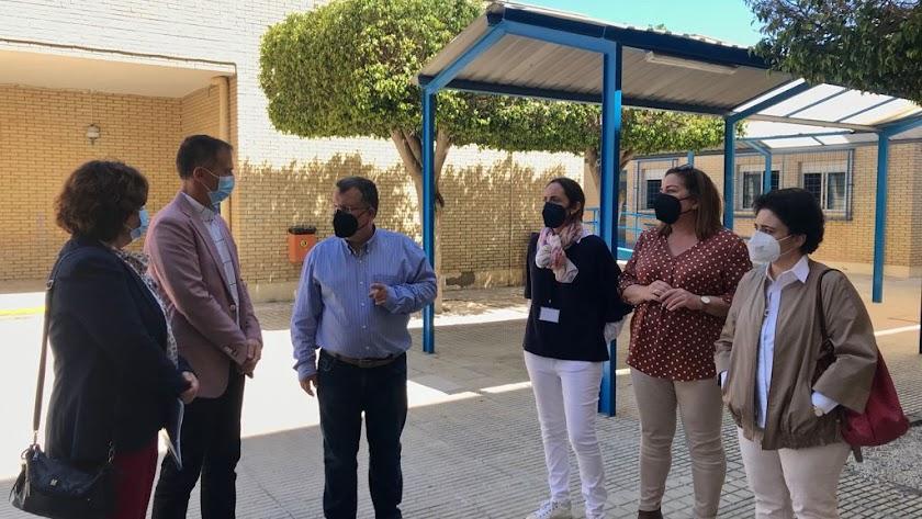 El delegado de Educación ha visitado el IES Albaida, uno de los centros que contará con aulas AtecA.