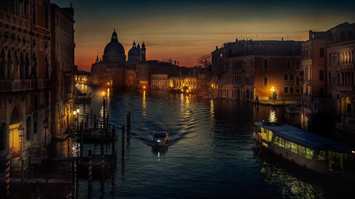 Venezia all'alba, dal ponte dell'Accademia di davide_giovanni_volpi