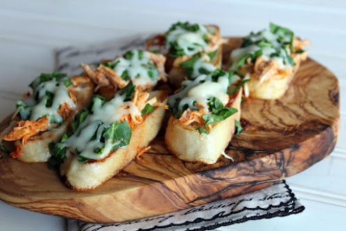 Buffalo Chicken and Spinach Crostini