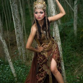 Nyai Blorong by Yanuar Nurdiyanto - People Fashion ( fashion, indonesia, nikon, women, photography )