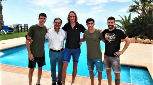 Álex y Marc Márquez eligen Mojácar para pasar unos días de vacaciones