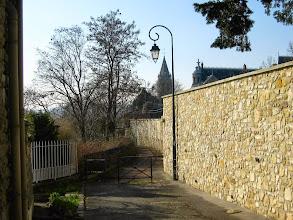Photo: Rue aux moines-chemin entre parc et falaise