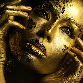 Gold Plated by Anthony Lawrence Gampon - People Fashion