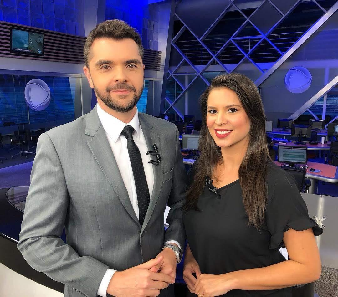 Rafael Pasquim e Olívia Pereira apresentam o SP Record na Record TV interior SP