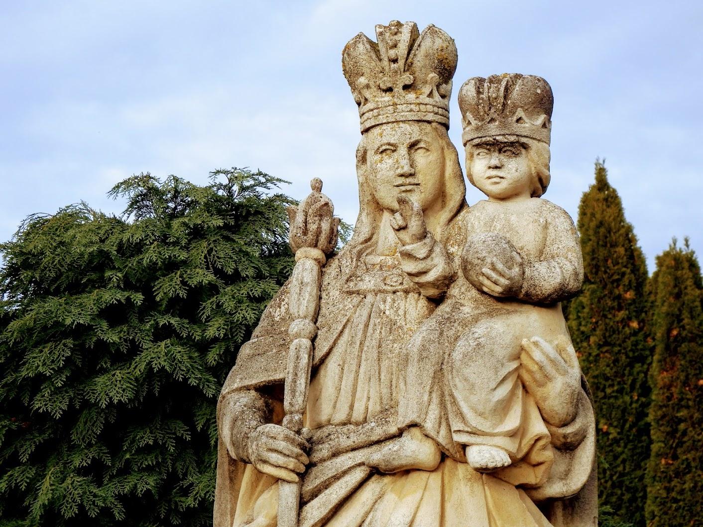 Vasszécseny - Patrona Hungariae (Magyarok Nagyasszonya-szobor) a szécsenyi temetőkertben