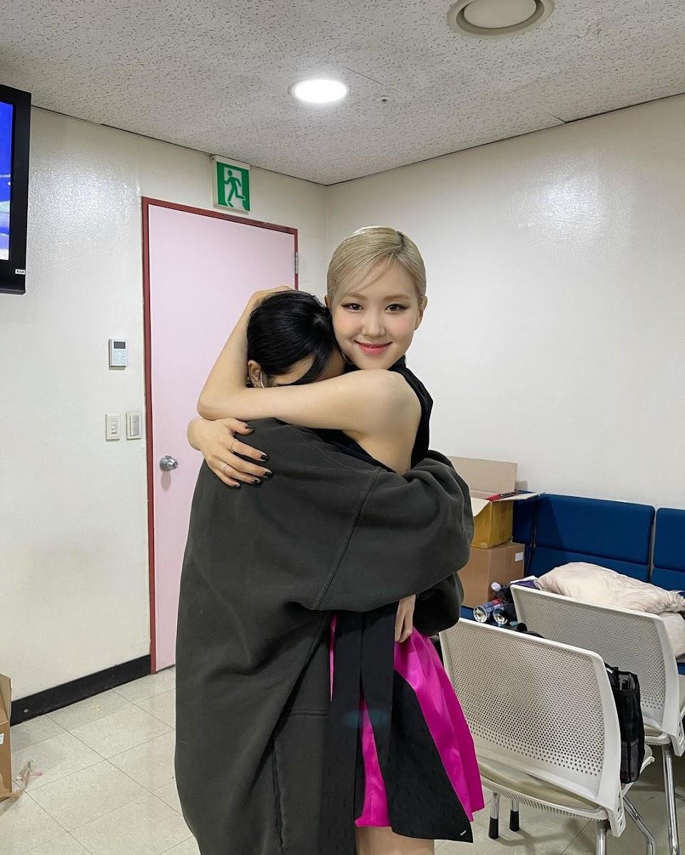 lisa and rose cute