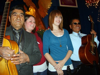 Beth and Hannah with mariachi guys