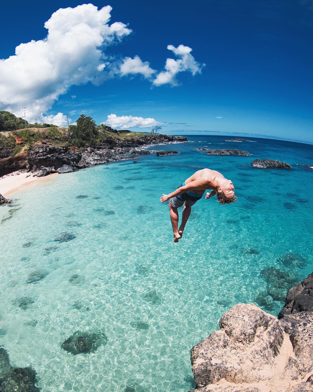 The beautiful Waimea Bay Beach Park - 15 Best Beaches on Oahu
