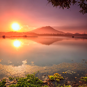 The Golden hour by Hiram Abanil - Landscapes Sunsets & Sunrises