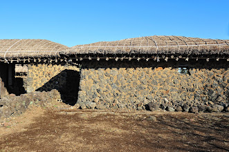 Photo: This thatched-roof house was constructed by the great grandfather of Goh Pyeongoh in 1829. It is composed of an inner building, an outer building, and a barn.