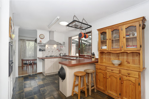 Photo of property at 9 Parkside Crescent, Mornington 3931